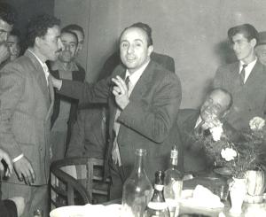 Al centro Giuseppe Dominici insieme ai suoi operai 1950