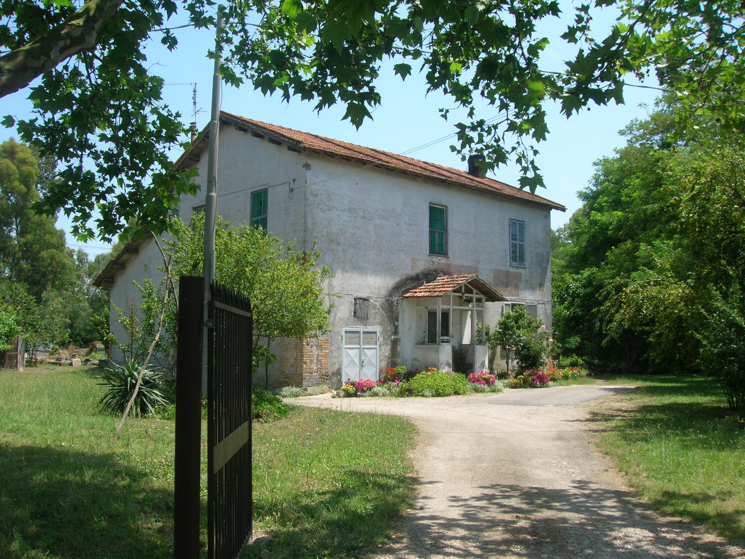 Le case coloniche color celeste dei savoia dell agro for Tipi di case in italia